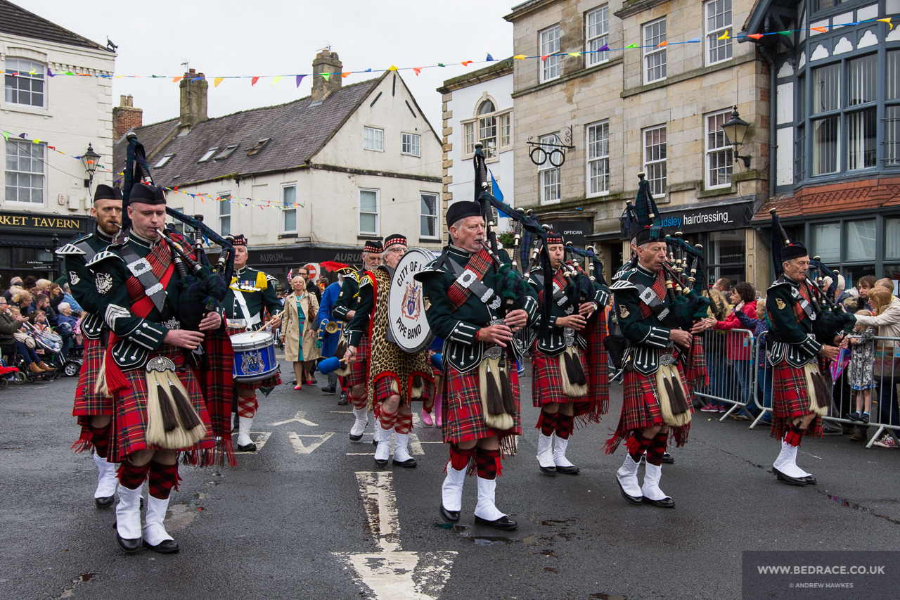 City of Leeds Pipe Band at Knaresborough bed race